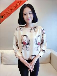 * Ağzı Çiçekli Kız Japon Kısa Kol Bluz Krem M L
